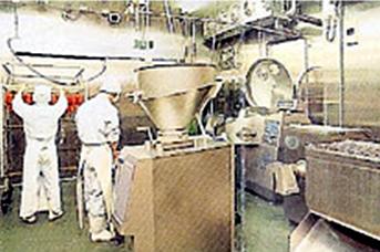 2F 加工室・スタッフィング風景